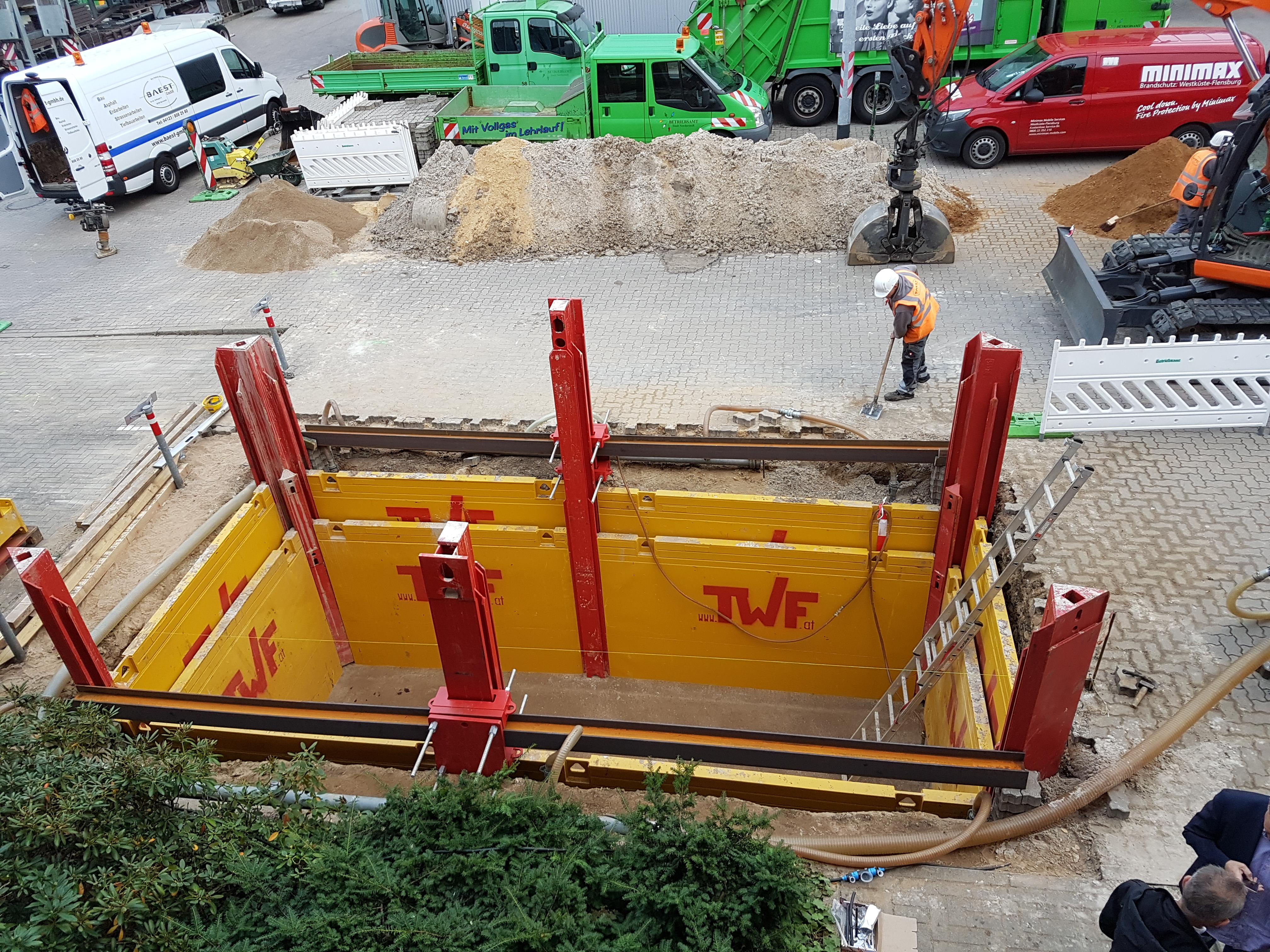Unterflurcontainer Abfall, Baugrube ohne Streben, Außenliegende Gurtung